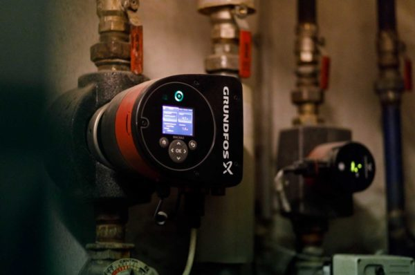 Frequenzsteuerung-Heizungspumpe-Biomasse-c_Stiefkind-Fotografie