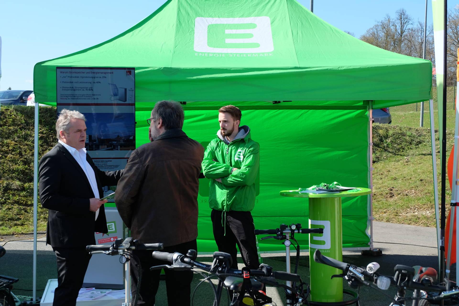 Energie Steiermark und E1-Pfund (GF Andreas Mayer) bei der Energieberatung eines Teilnehmers. ©Daniela Greiner