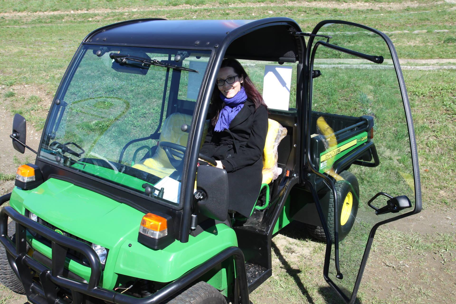 Der E-Gator von John Deere als Transportfahrzeug für Landwirtschaft und Gemeinden. © Tanja Solar